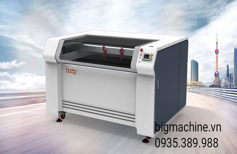 Máy cắt Laser 1390 Bodor là dòng máy có 2 đầu cắt, sử dụng công nghệ cắt laser CO2, cắt khắc nhanh, độ chính xác cao