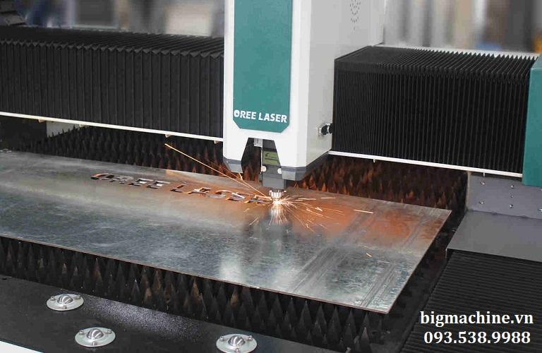 máy cắt laser fiber 3015P