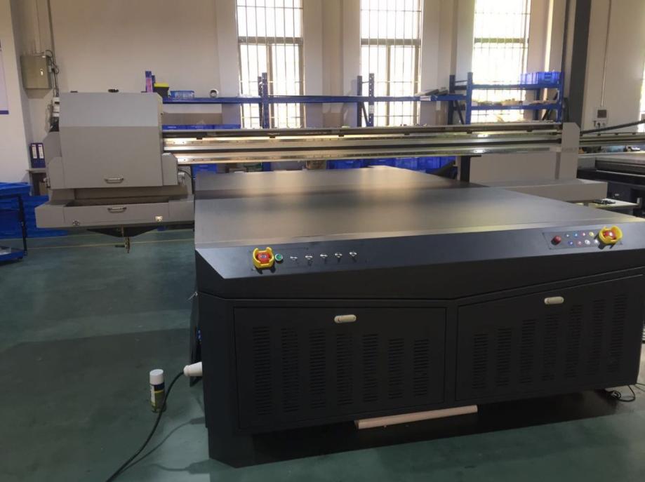 Máy in UV trên kính Youjetcolor 2030G