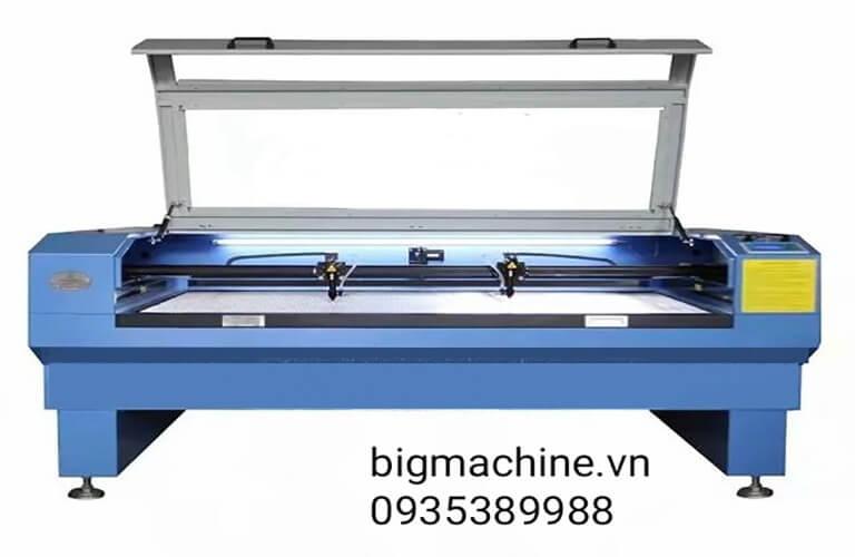Máy cắt Laser trên vải mang đến lại nhiều lợi ích, ưu điểm khi dùng, đường cắt đẹp mắt, cắt những chi tiết phức tạp, hạn chế hư hỏng vật liệu, tiết kiệm được nhiều chi phí