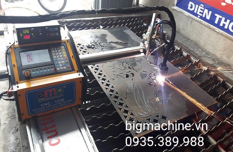 Máy cắt sắt laser có thể dùng ứng dụng trong nhiều lĩnh vực khác nhau, tạo ra những sản phẩm cắt đẹp mắt, đồng nhất và chuẩn xác