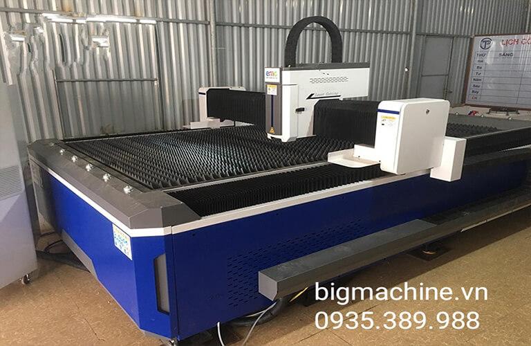 Máy cắt CNC Laser Fiber EMC-1530F cho hiệu quả cắt tốt, mang lại nhiều tiện ích thiết thực, hoạt động khá ổn định, tốc độ cắt cao và chính xác, hỗ trợ rất nhiều trong nhiều lĩnh vực khác nhau