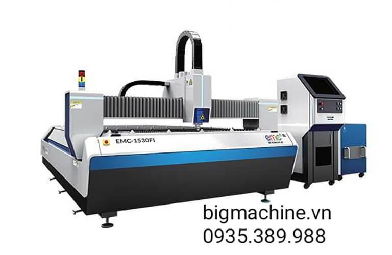 Máy cắt CNC Laser Fiber EMC-1530F là dòng máy cắt tốt, phù hợp với các doanh nghiệp vừa và nhỏ, máy dùng công nghệ laser fiber nên cắt tốt trên nhiều vật liệu khác nhau