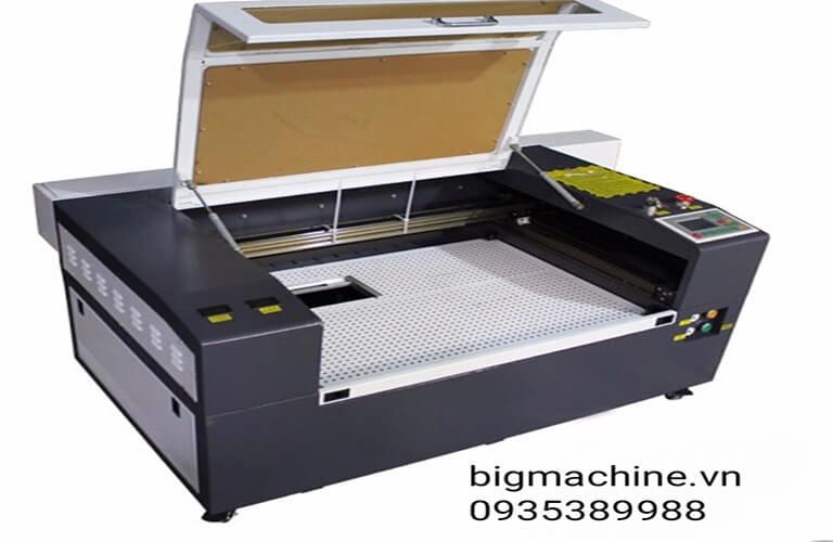 Các dòng máy cắt Laser trên giấy mang lại nhiều ưu điểm khi dùng, cắt nhanh, chuẩn xác, thành phẩm đẹp, tiết kiệm được nhiều chi phí, hỗ trợ nhiều cho công việc cắt giấy