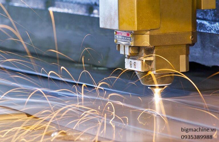 Lỗi máy cắt Laser Fiber CNC bị gờ từ nhiều nguyên nhân, bạn cần tìm cách khắc phục phù hợp để máy làm việc hiệu quả hơn