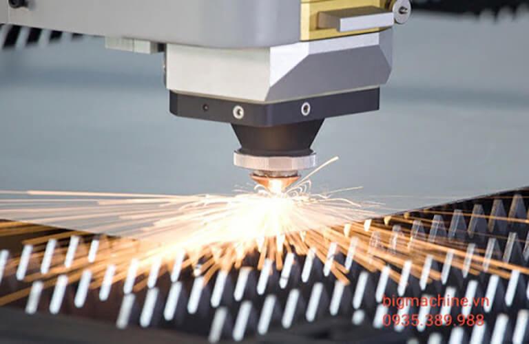 Ống phóng laser trong quá trình hoạt động thường gặp một vài lỗi ảnh hưởng đến việc khắc vật liệu, bạn cần theo sát và điều chỉnh phù hợp